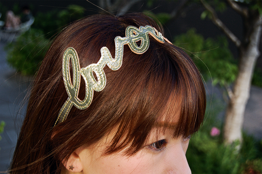 Lovers Hairband Gold on Model